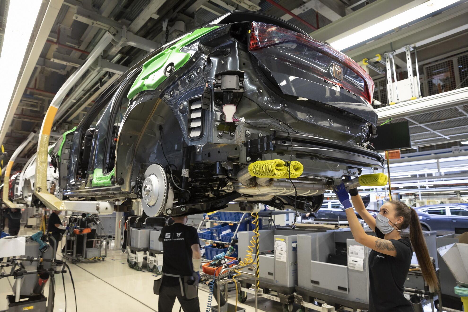Компанія Cupra запустила в серійне виробництво компактний кросовер Formentor. Фото: