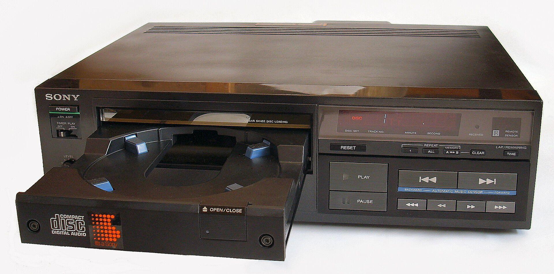 Sony CDP-101 стал первым поступившим в продажу CD-плеером