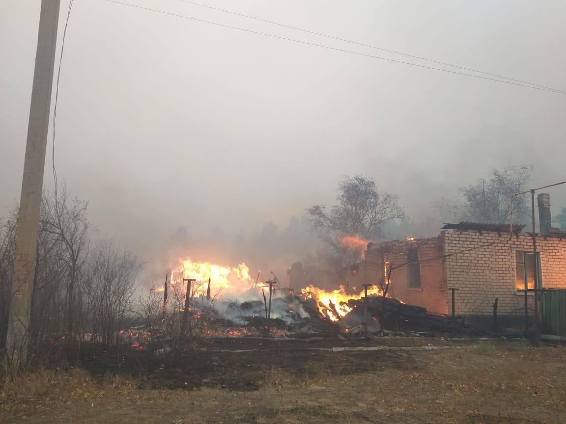 В нескольких селах огонь повредил частные дома.