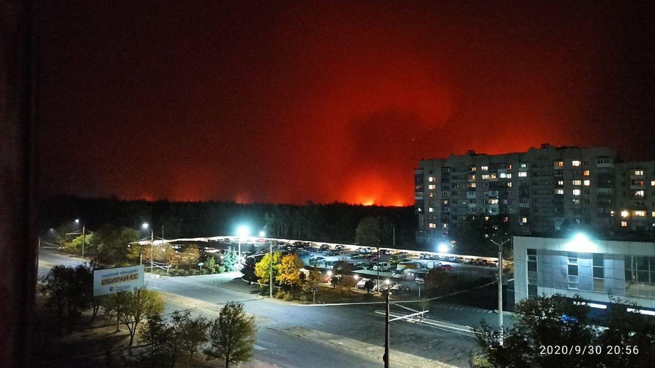 Вид на пожар с окраин Северодонецка.