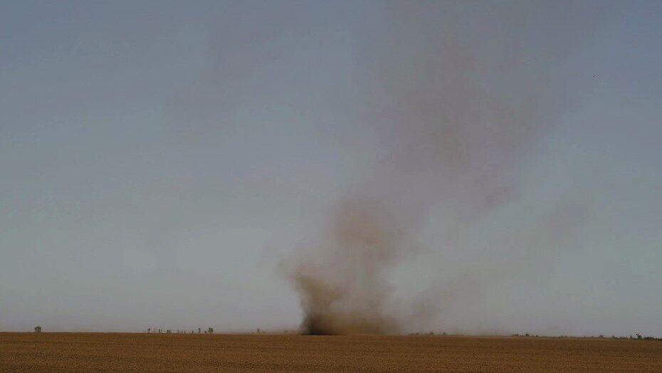 Пылевой вихрь в Одесской области.