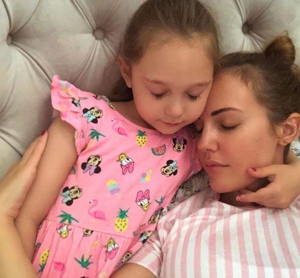 Мерьем Узерли с дочерью Ларой (Instagram Мерьем Узерли )