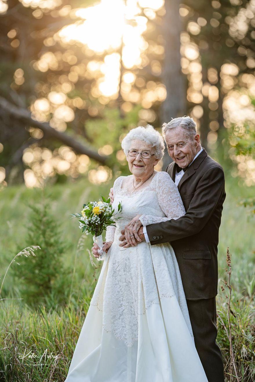 81-річна Люсіль Стоун і 88-річний Марвін Стоун відзначили 60 років спільного життя фотосесією
