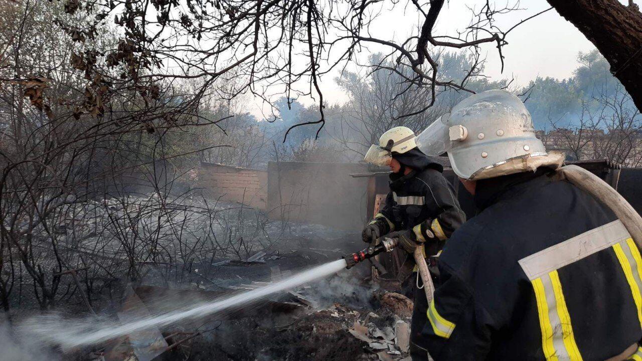 Пожежі на Луганщині продовжують гасити.