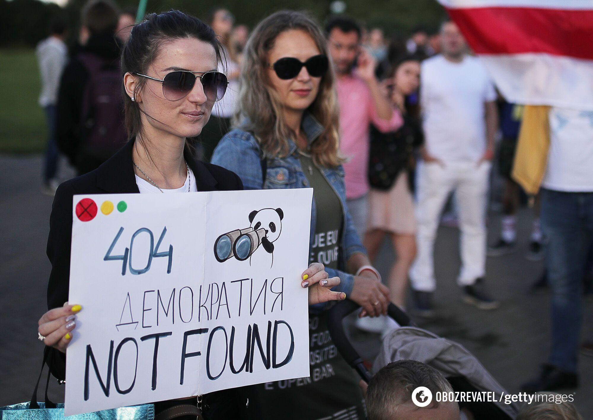 Митингующие выступают против режима Лукашенко
