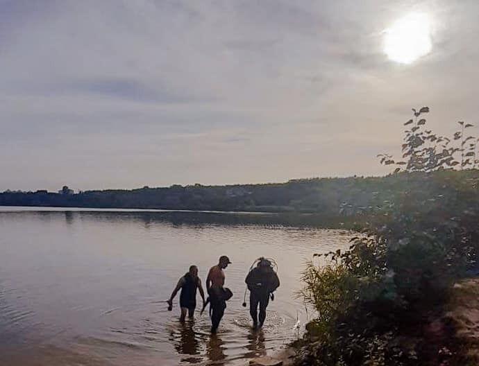 В озере Редькино, что в Оболонском районе Киева, обнаружили тело молодого человека.