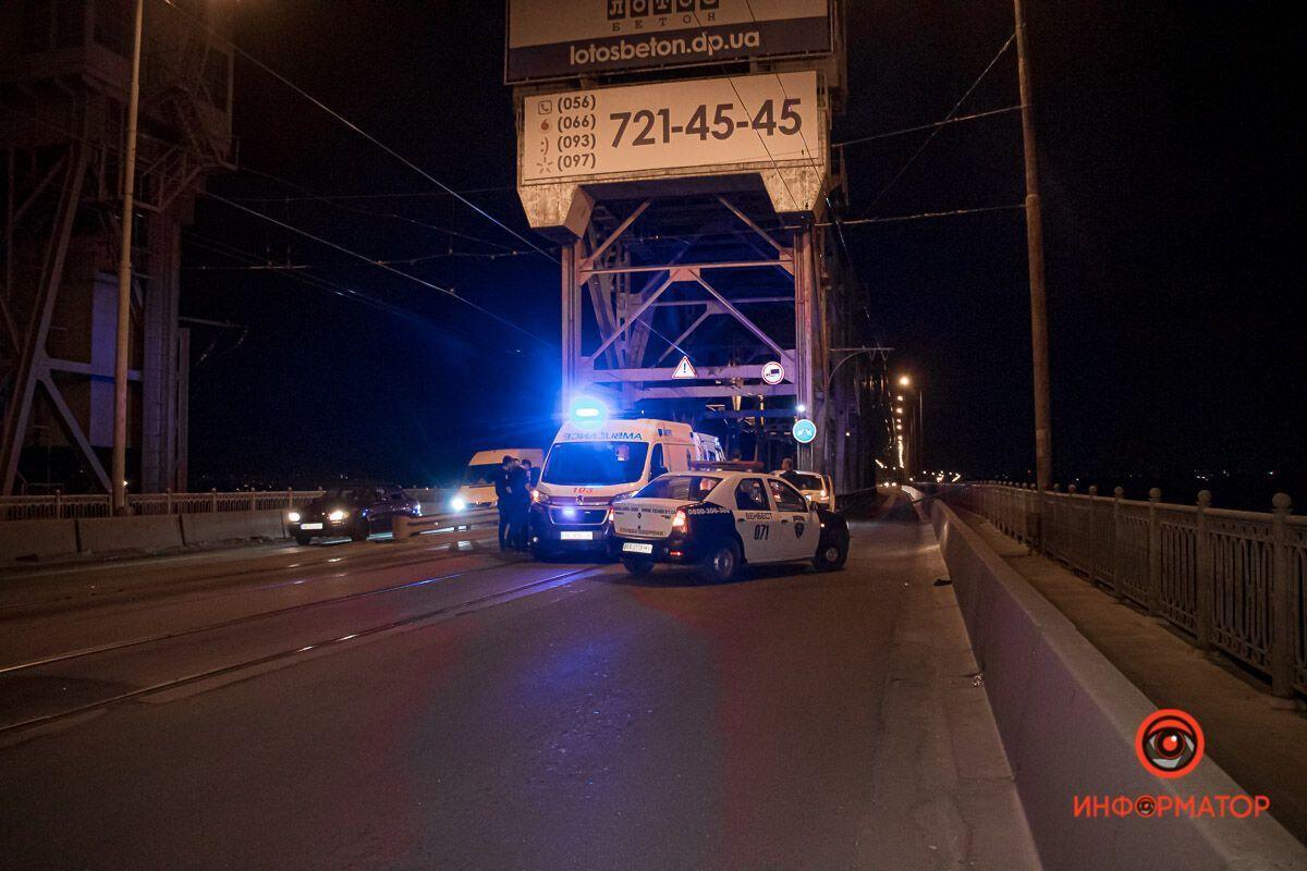 В Днепре на Амурском мосту произошло ДТП.