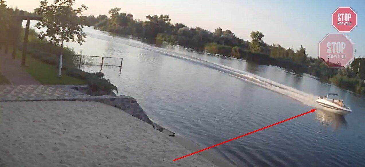 То, как катер Шипко скрывается с места аварии, зафиксировано на видео