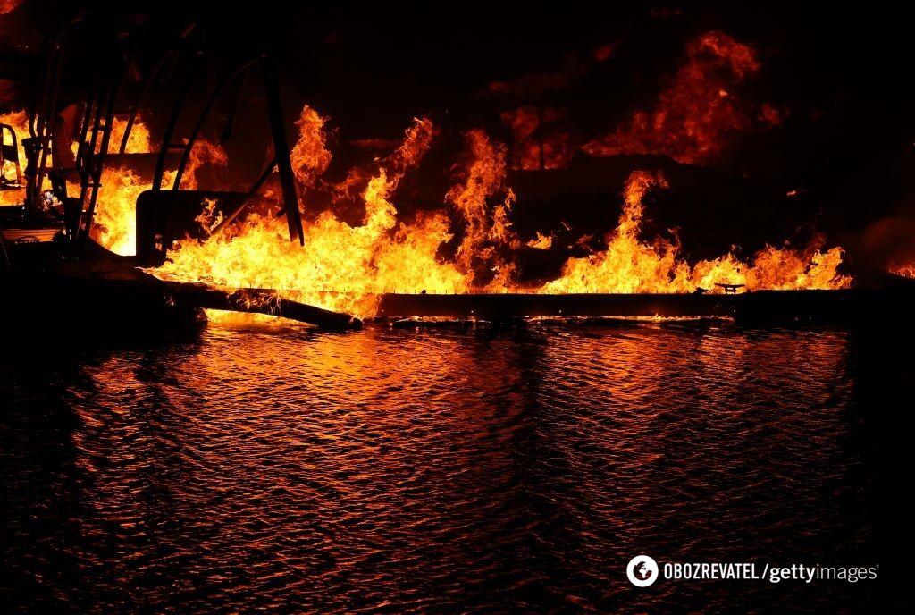 Не менее 150 человек оказались окружены огнем в Калифорнии
