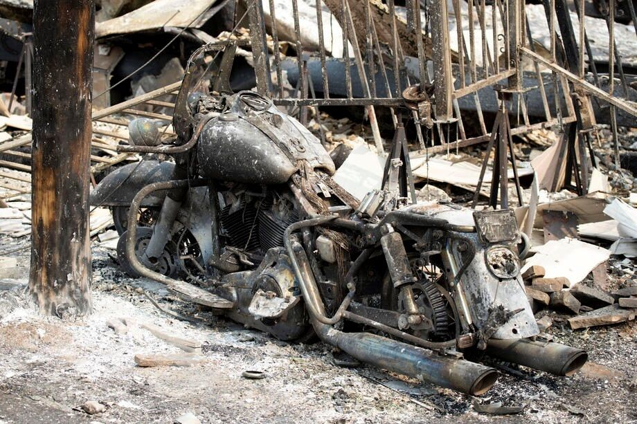 Огонь уничтожил имущество людей