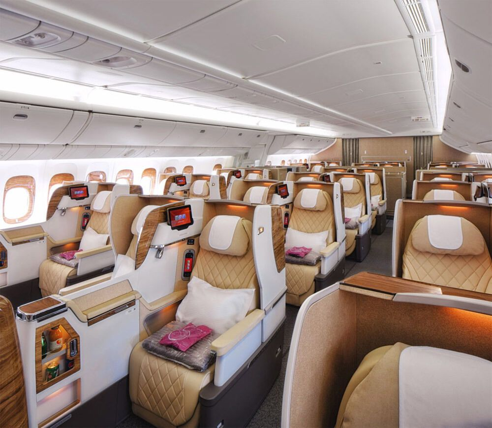 Бизнес-класс на борту самолета.