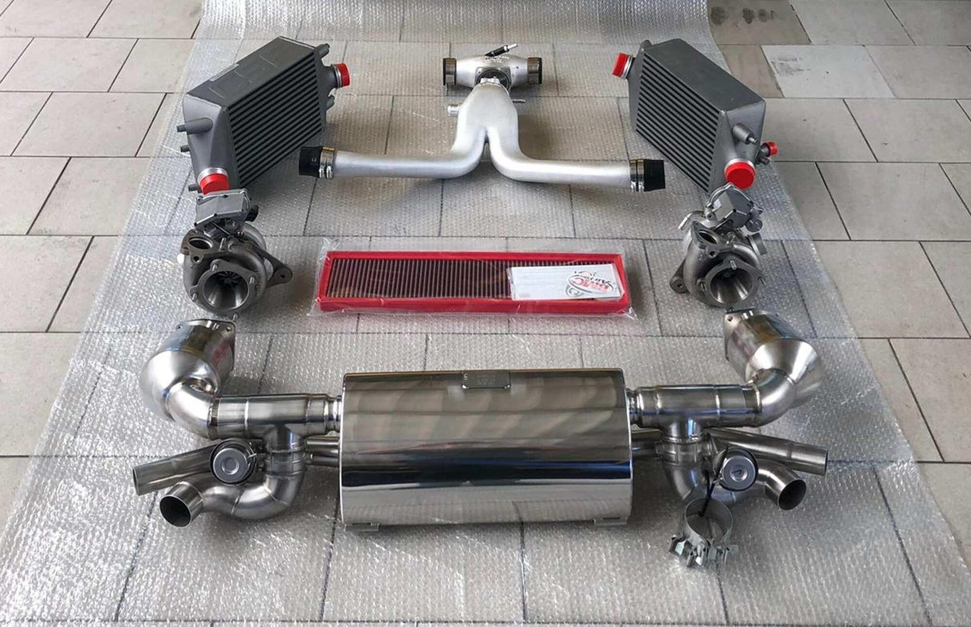 На Manhart TR850 установили новые выхлопную и впускную системы, а также более производительный интеркуллер. Фото: