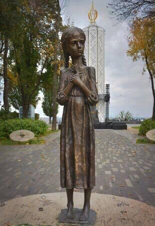 """Памятник """"Гірка пам'ять дитинства""""."""