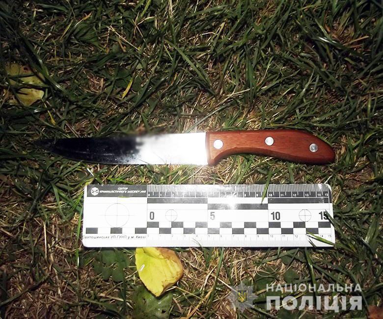 Правоохранители изъяли нож на месте происшествия.