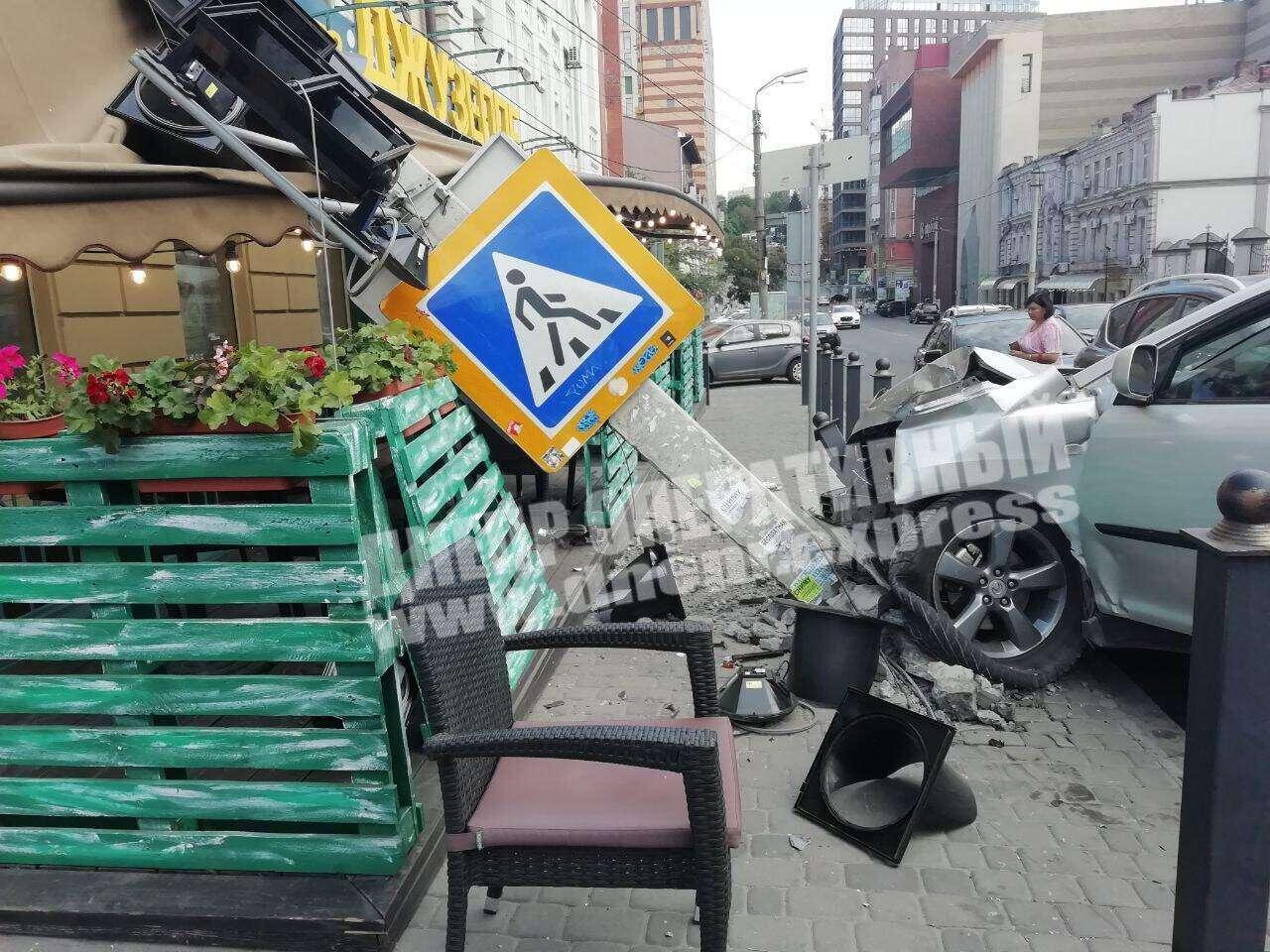 """В центре Днепра произошло тройное ДТП. Фото """"Днепр оперативный"""""""