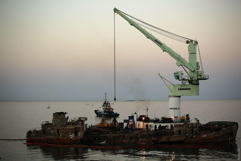 В Одесі влаштували ажіотаж навколо танкера.