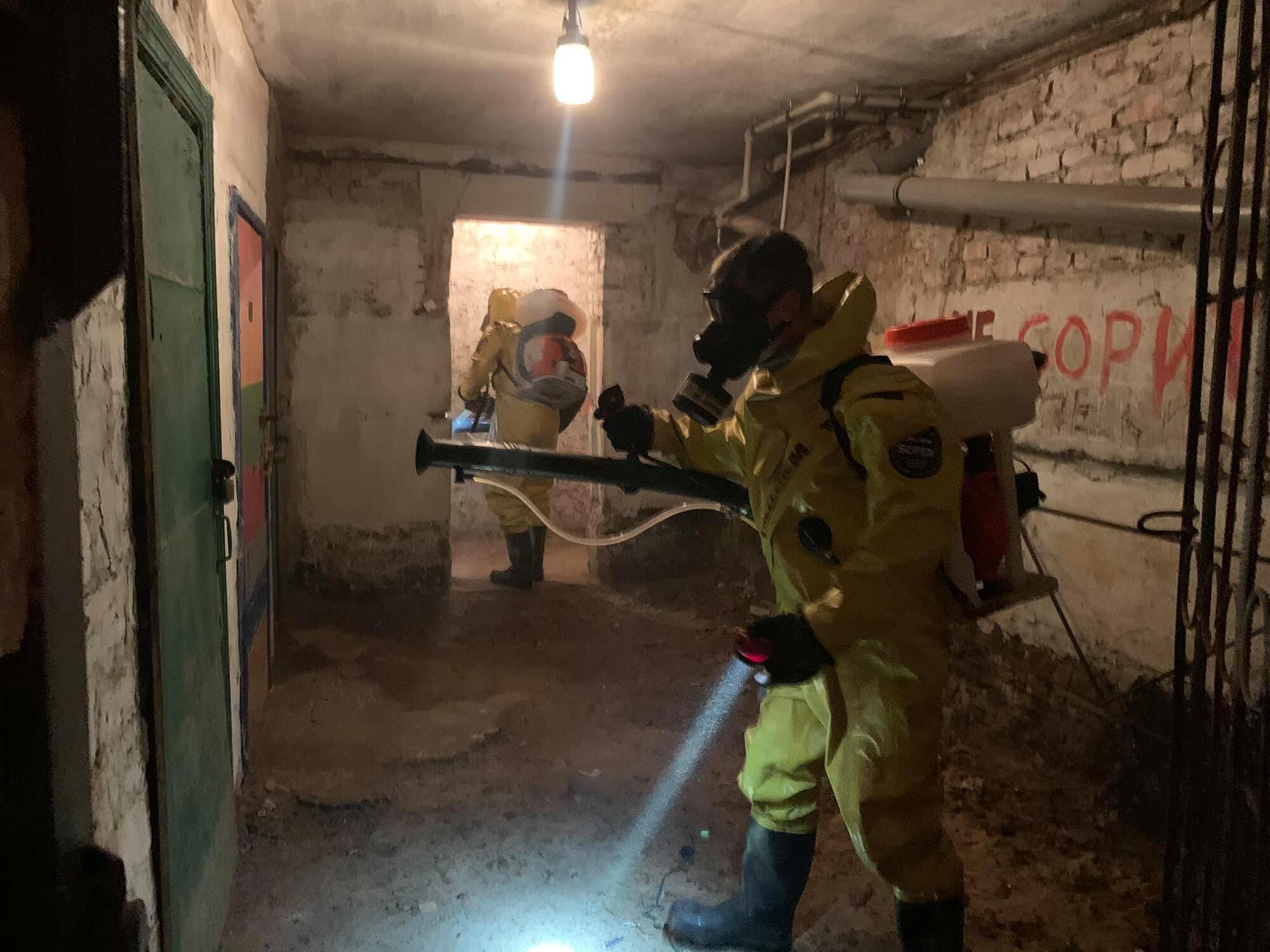 Спасатели обработали подвалы и подъезды.