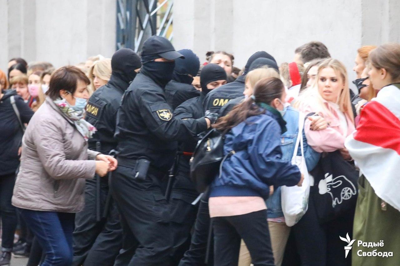 Силовики на акции протеста.
