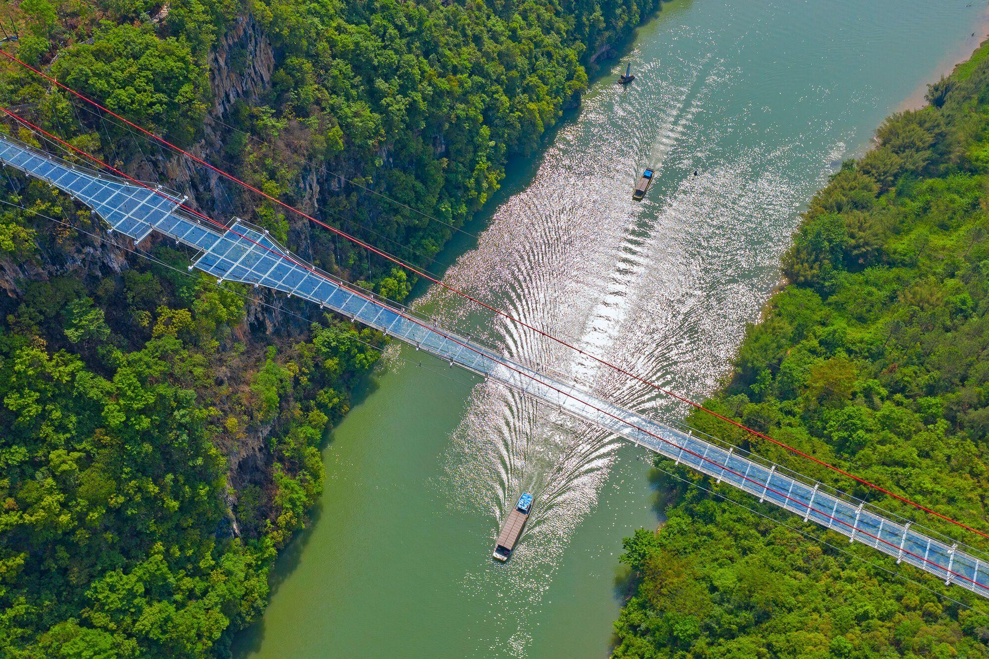 Самый длинный в мире мост открыли в Китае.