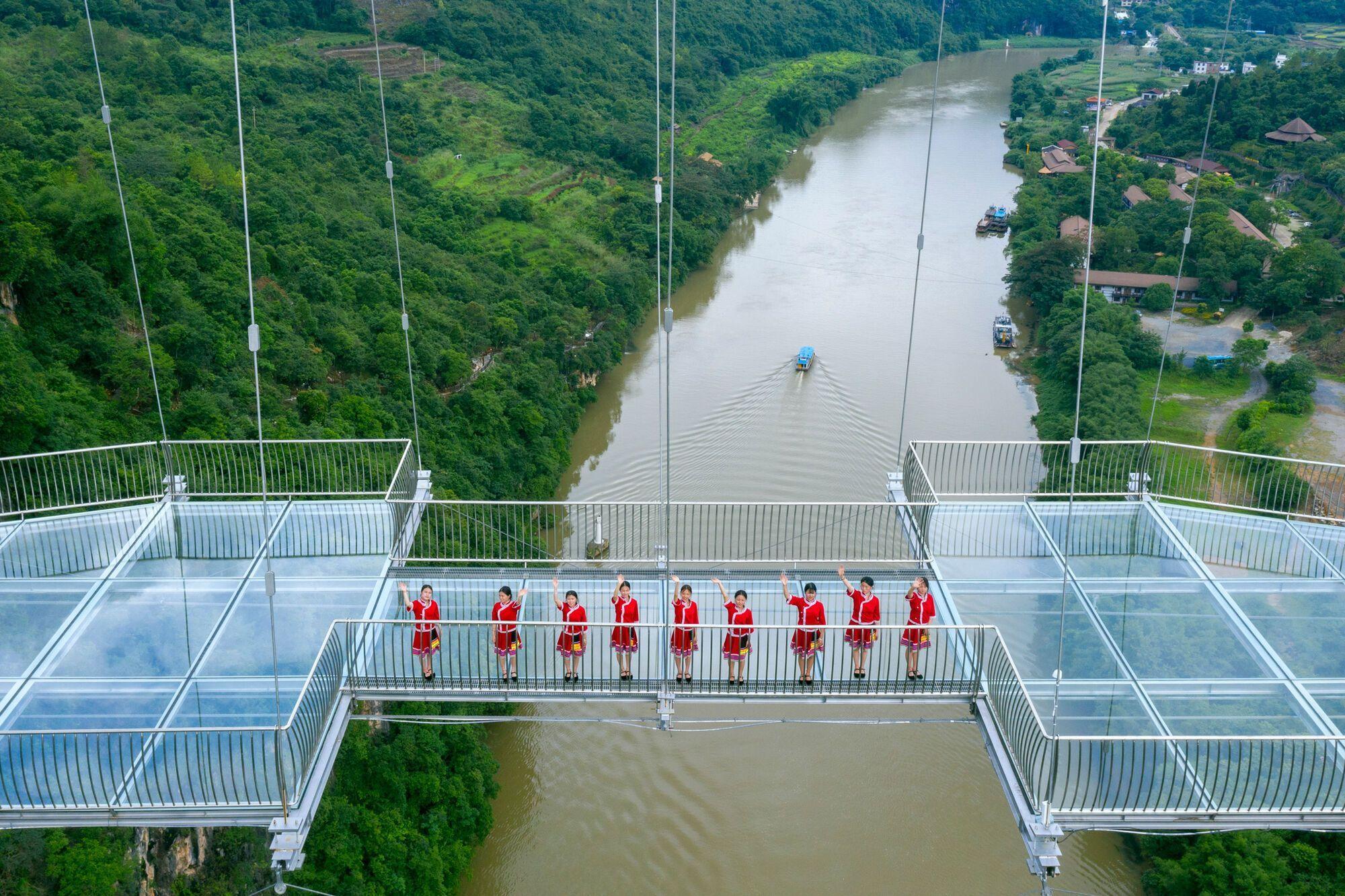 Стеклянный мост в Китае попал в Книгу рекордов Гиннеса.