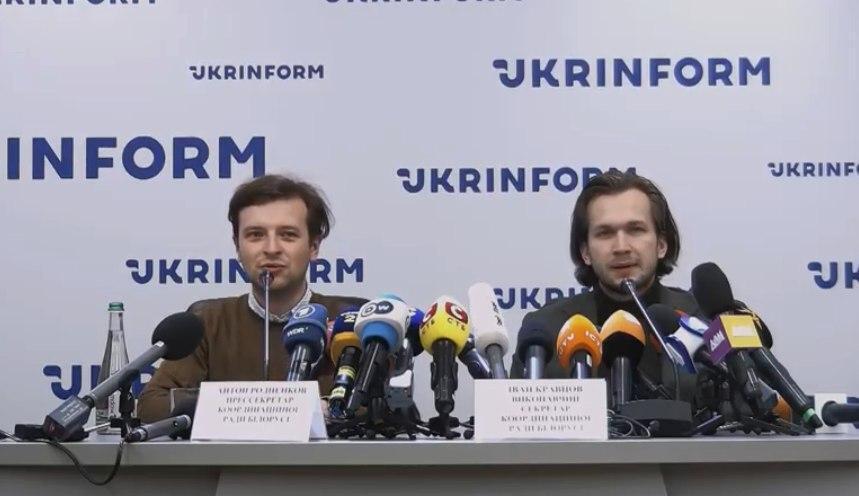 Родненков і Кравцов дають пресконференцію в Києві.