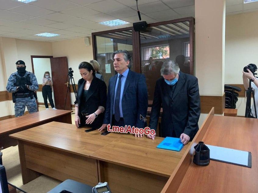 Ефремов и Пашаев в зале суда.