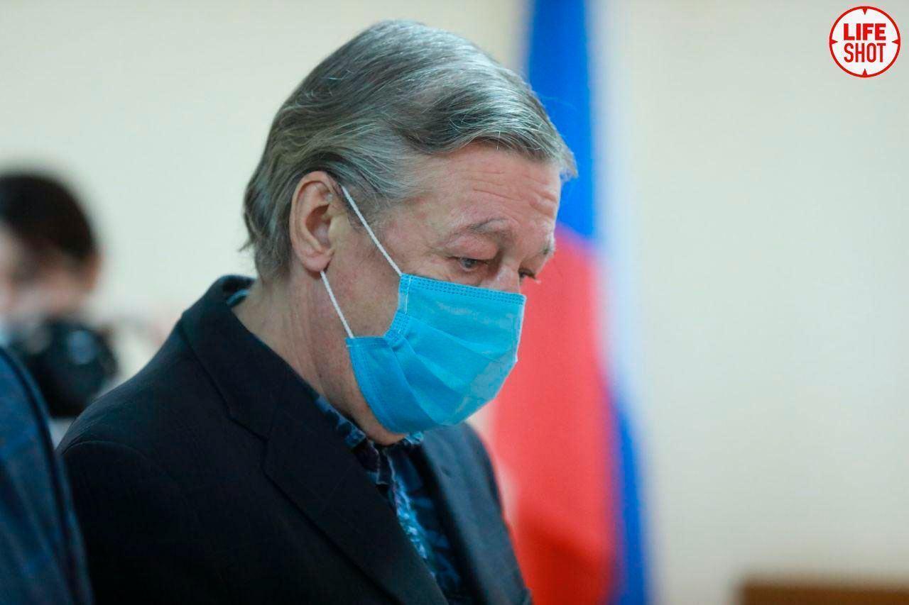 Михаил Ефремов в зале суда.