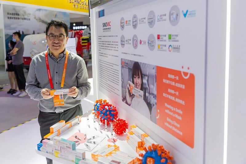Китай представил вакцины против COVID-19