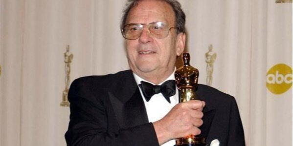 """Харвуд – лауреат премии """"Оскар""""."""