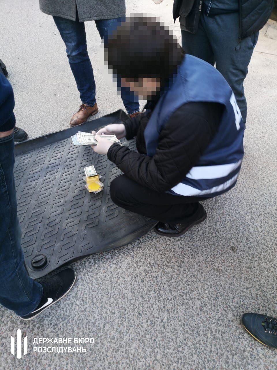 Експрокурора Дніпропетровщини затримали на хабарі. Фото пресслужби ГБР