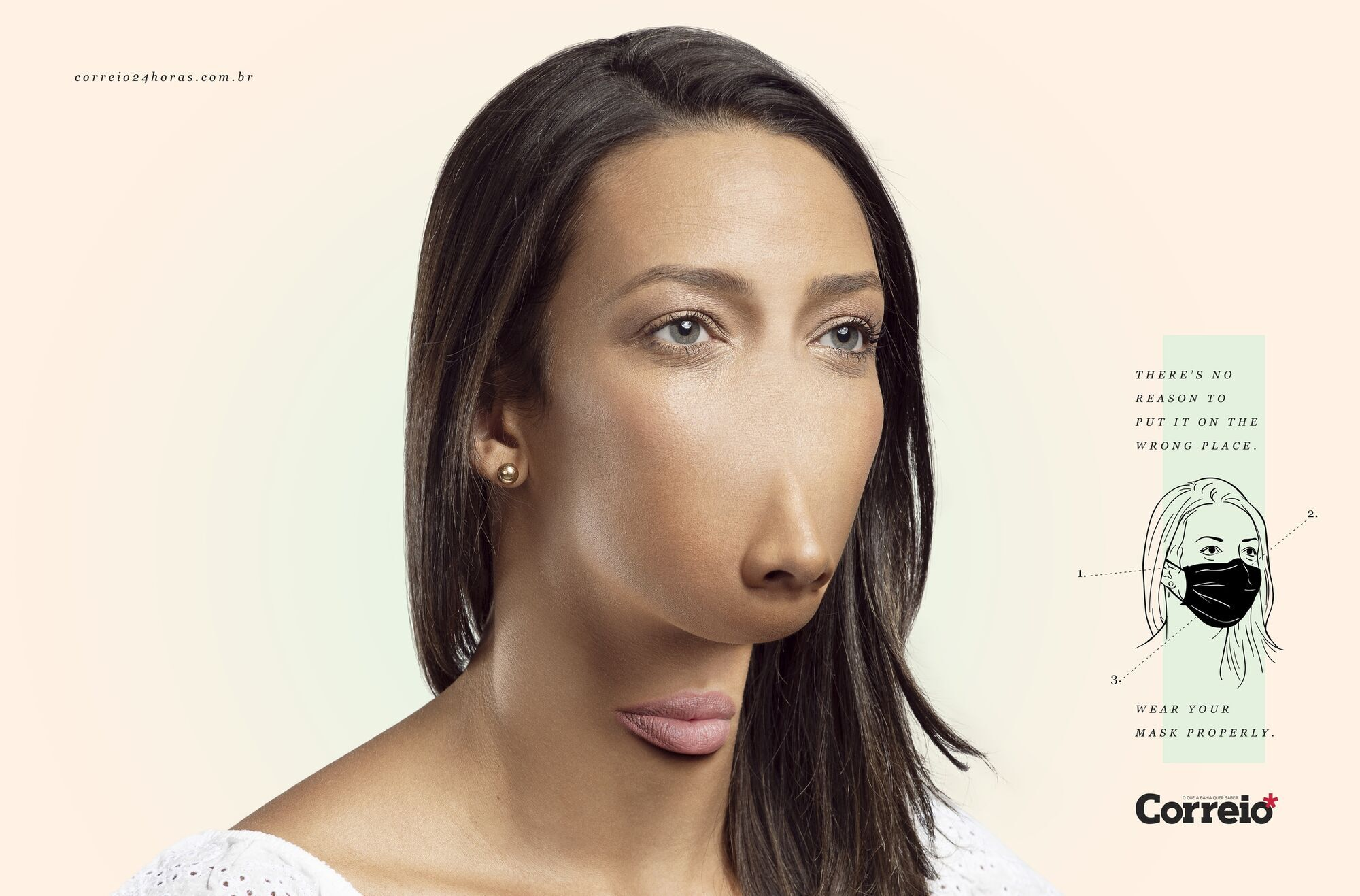 Девушка, которая носит маску на подбородке