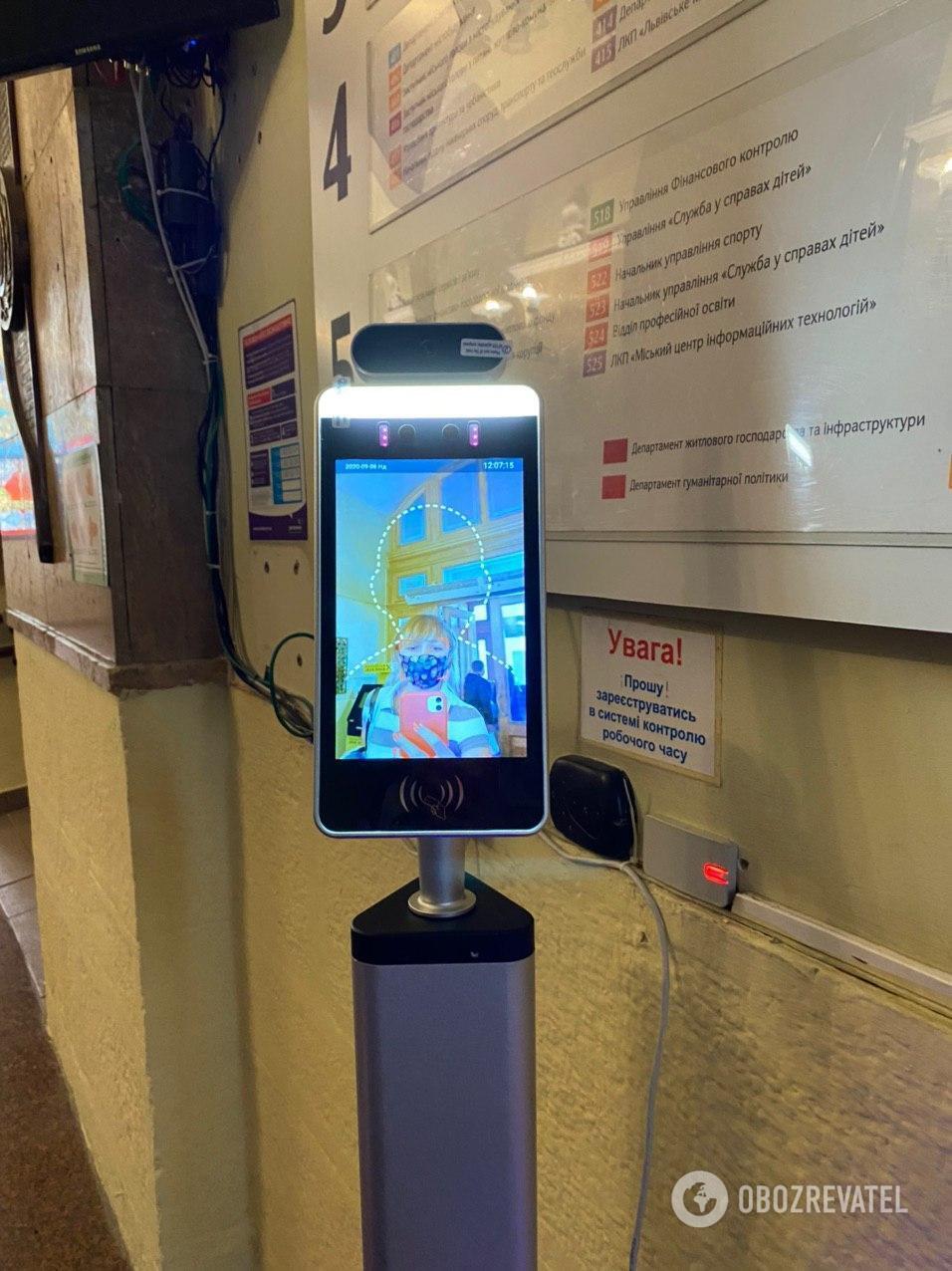 Прилад для вимірювання температури в львівській мерії.