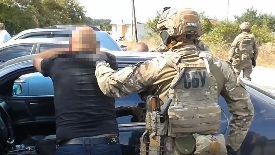СБУ затримала організатора нелегальної легалізації росіян в Україні.