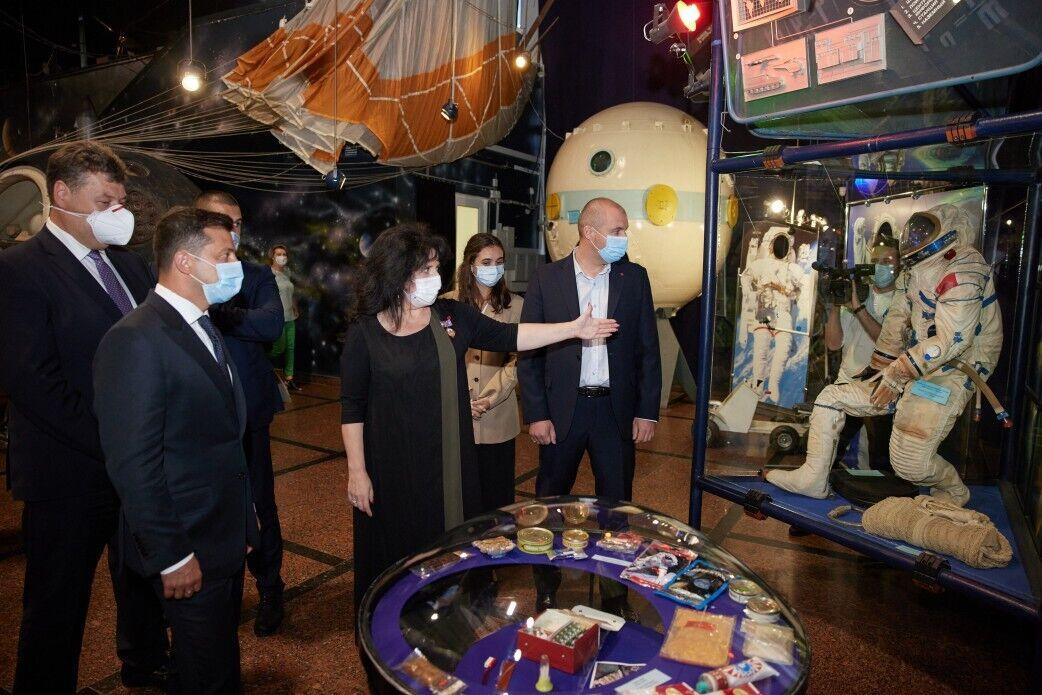 Зеленский посетил Музей космонавтики в Житомире.