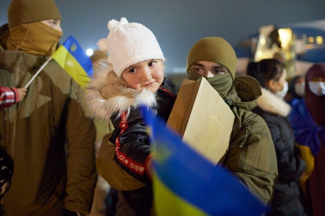 Из Сирии вернулись семь маленьких украинцев