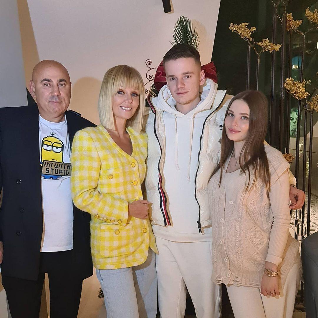 Валерия с семьей.