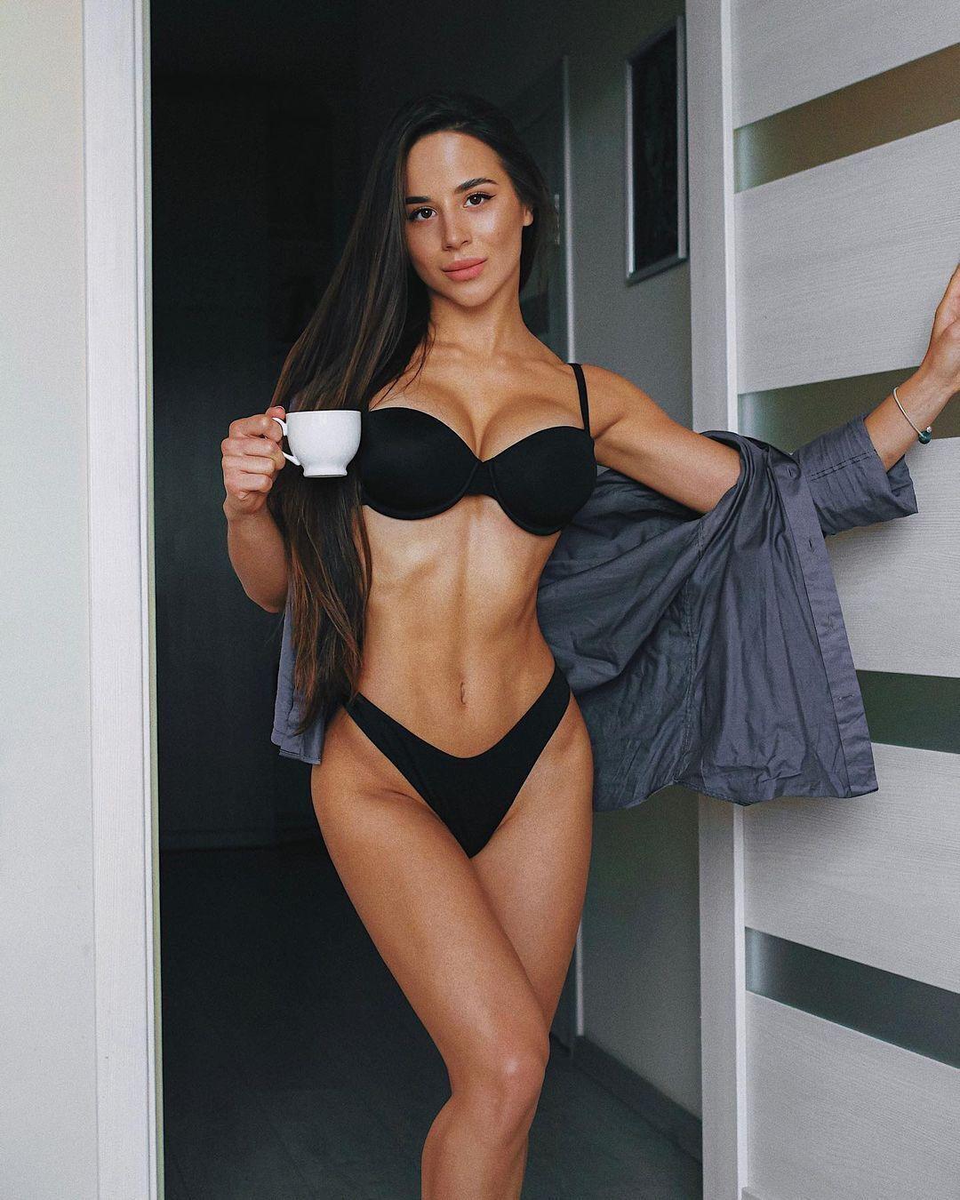 Олеся Шевчук с кофе
