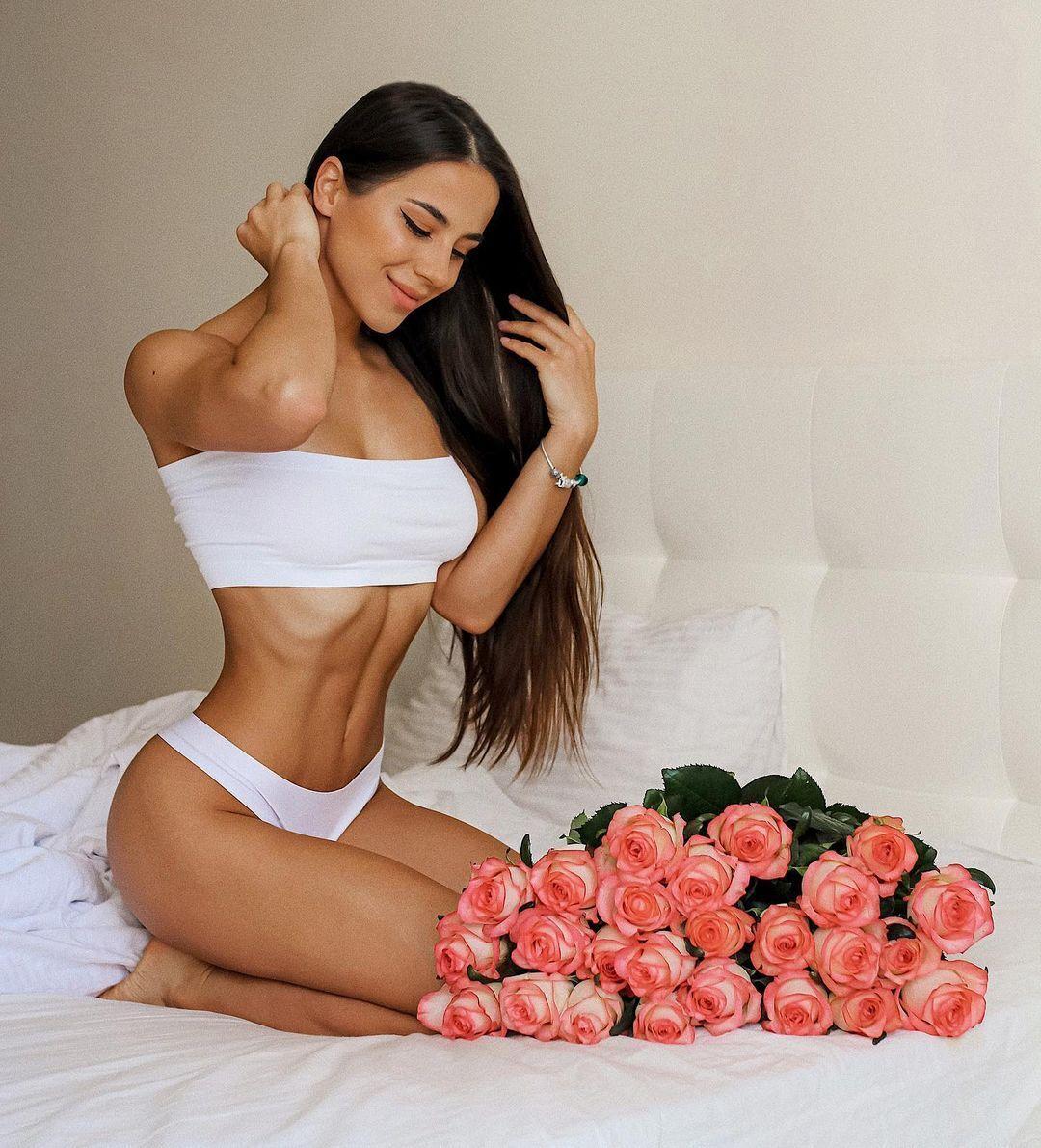 Олеся Шевчук с розами