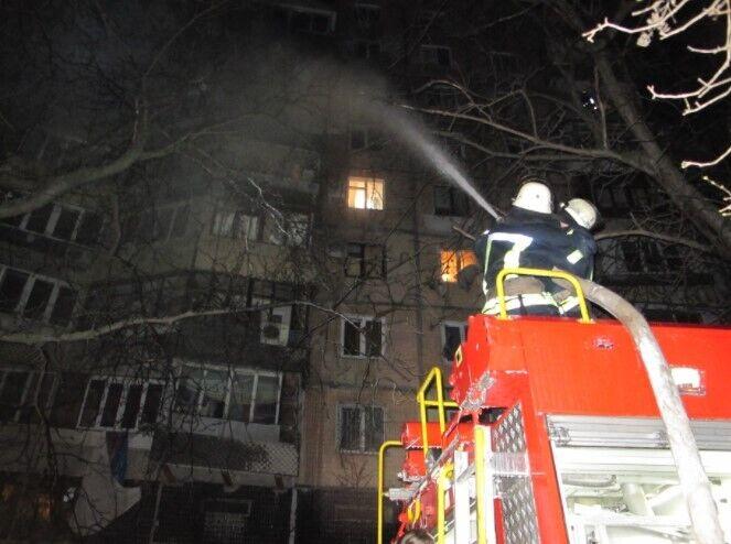 В Одесі у новорічну ніч загорівся балкон та кімната на шостому поверсі дев'ятиповерхового  житлового будинку.