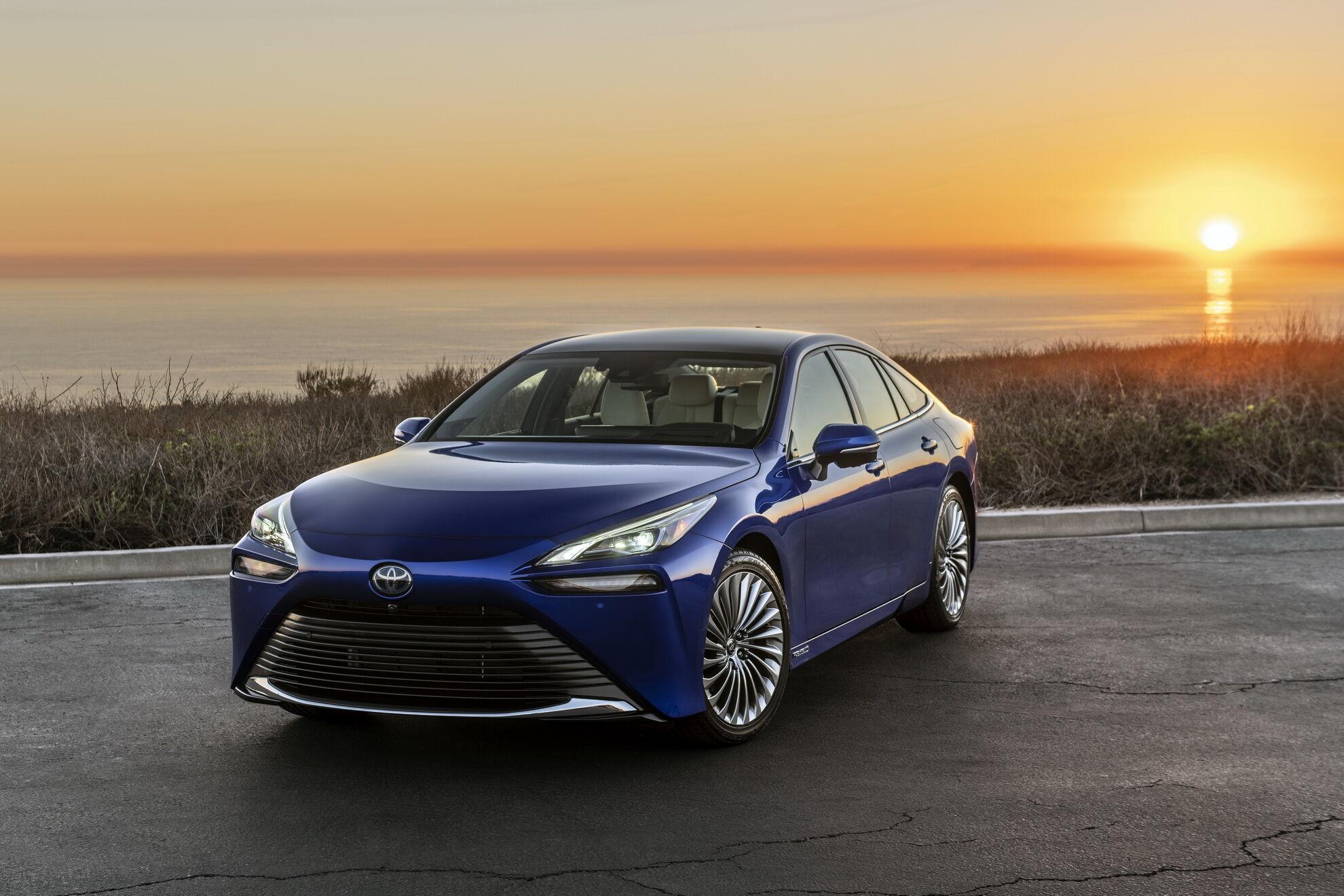 """Водневі паливні елементи – один із напрямів розвитку """"зелених"""" технологій Toyota – реалізовано у седані Mirai"""