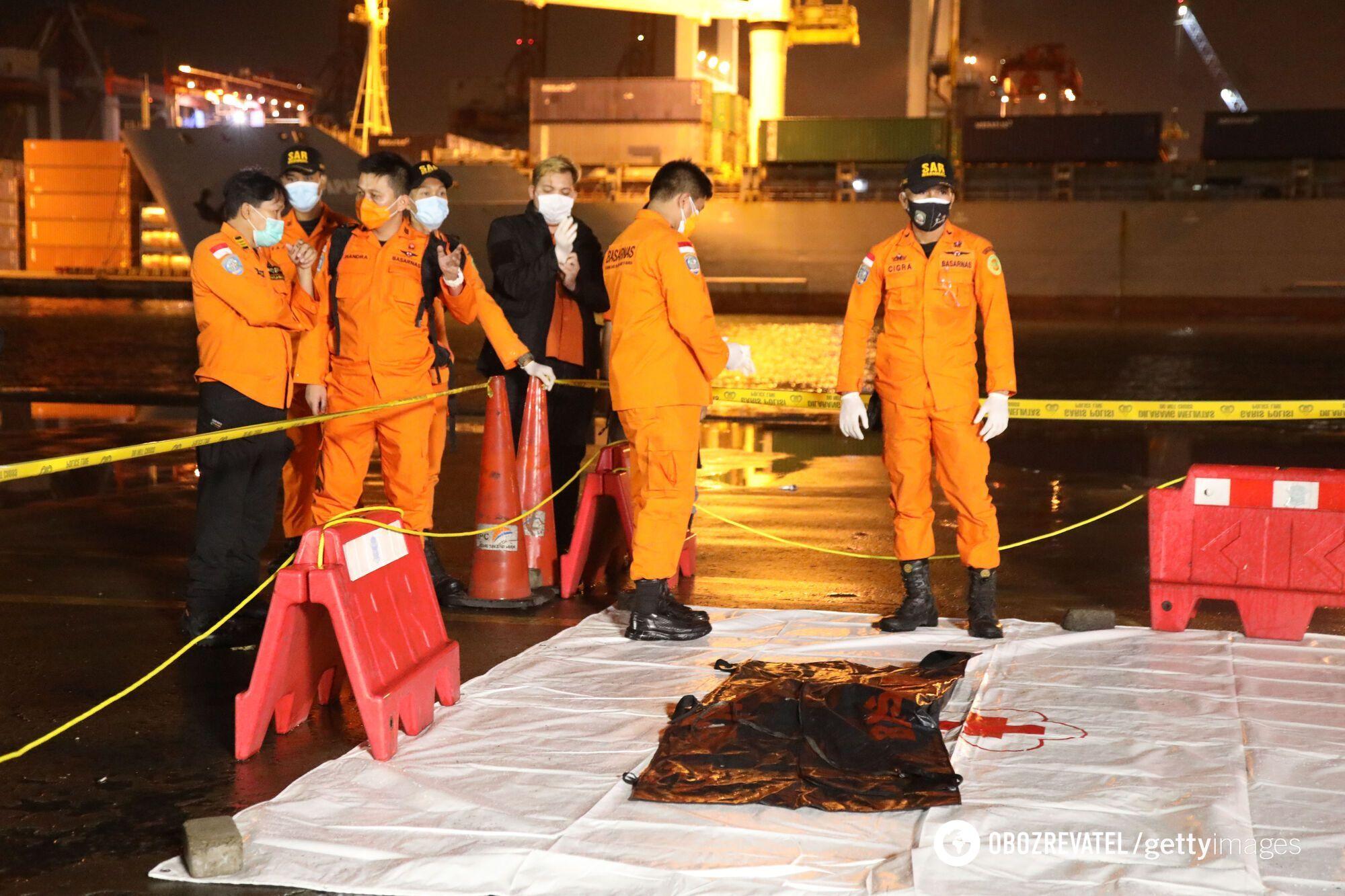 Дайверы нашли в Яванском море части обломков Boeing 737-500