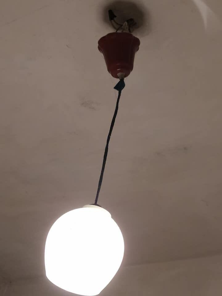 Лампа в палаті.