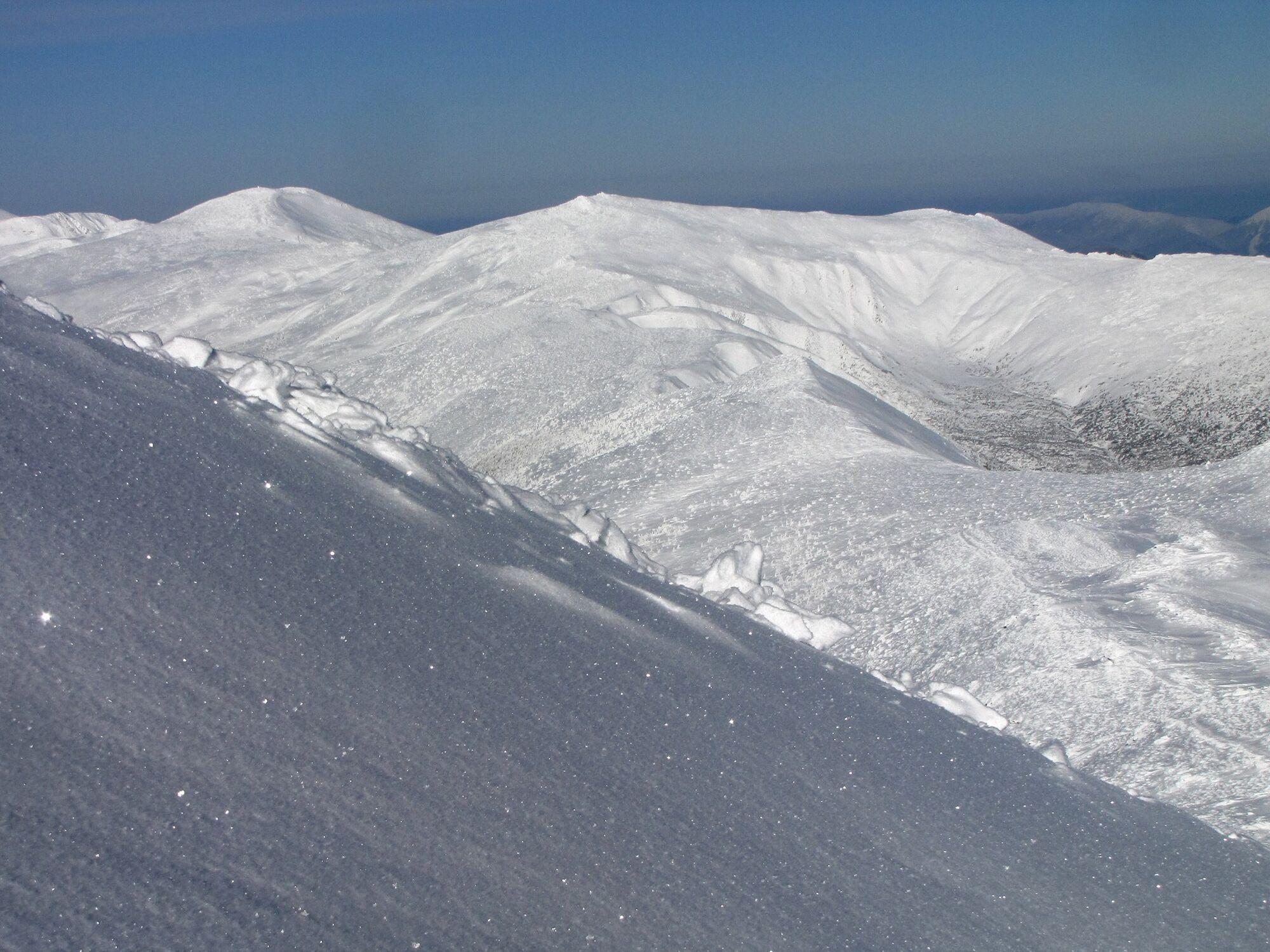 Засніжені схили Чорногори