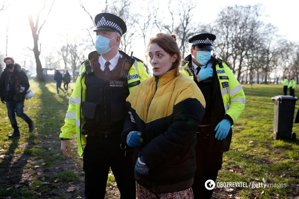 Поліція наводить порядок у лондонських парках під час локдауну