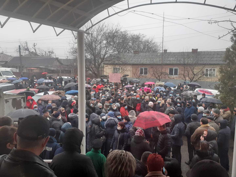 Жители Закарпатья на акции протеста