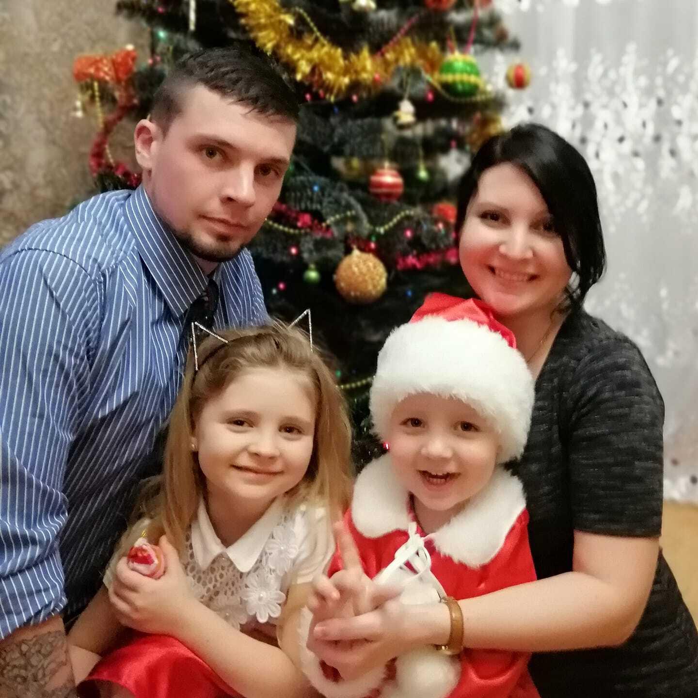 Мирослав Баженов с любимой женой Ириной и доченьками.