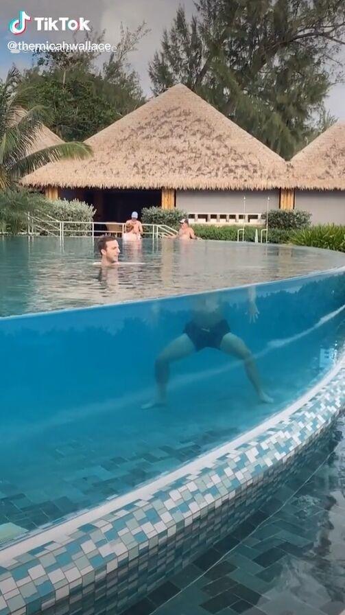 Кадри в басейні розлетілися всім інтернетом
