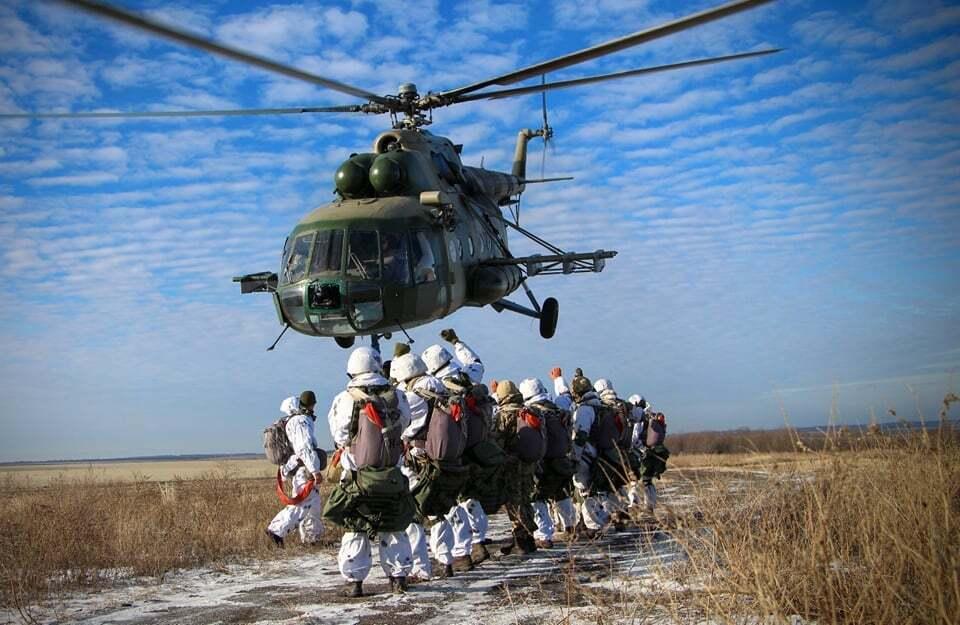 Воїни-десантники в районі проведення Операції Об'єднаних сил.
