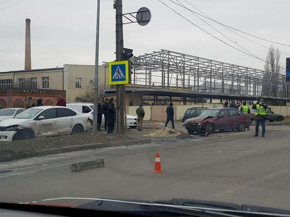Від удару один із транспортних засобів відкинуло в сторону