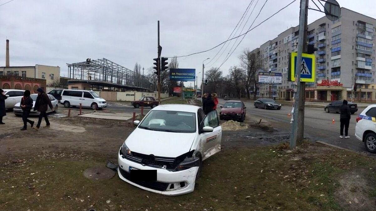 Машина збила дитину на тротуарі